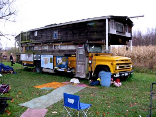 The Waldmire Bus in Rochester, Ill.